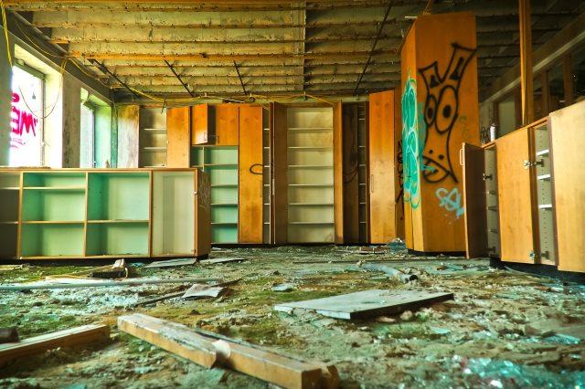 abandoned-broken-cabinets-206829.jpg
